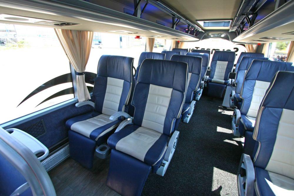 Busreis reizen fp2000 events for First class 8 interieur